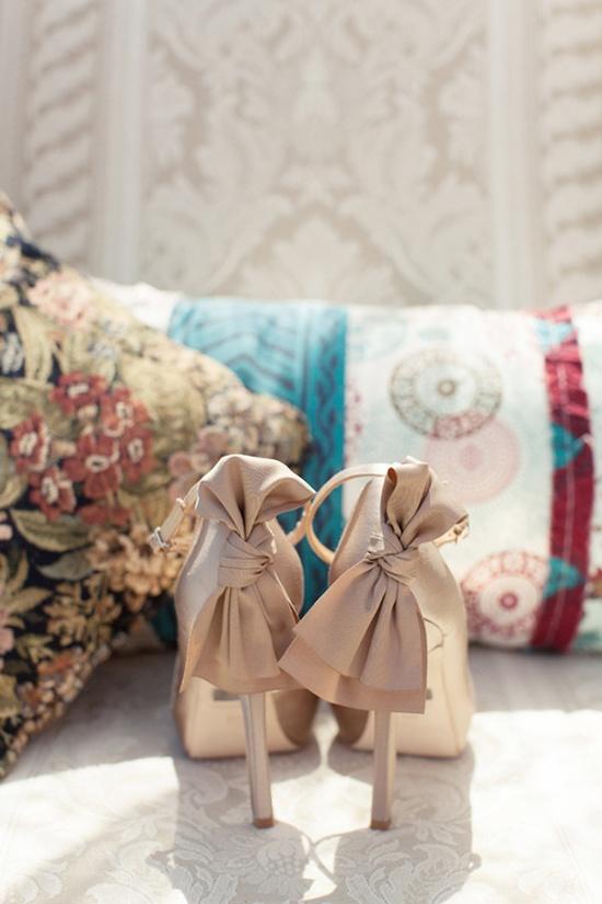bow backed heels from Badgley Mischka  Photography by dianaelizabeth.com