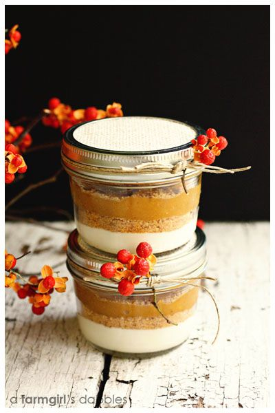 Layered Pumpkin Pie in a Jar, great for  a picnic!