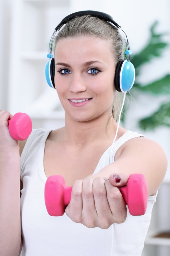 Music can make all the difference in a workout. It's motivates you and keeps your heart pumping. Especially with these motivational tracks to burn more calories. #motivation #music #workout