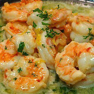 Easy & Healthy Shrimp Scampi  4 tsp olive oil   1 1/4 pounds med raw shrimp, peeled and deveined (tails left on)  6-8 garlic cloves, minced   1/2 cup low sodium chicken broth   1/2 cup dry white wine/vineger   1/4 cup fresh lemon juice   1/4 cup + 1 T minced parsley   1/4 tsp salt   1/4 tsp freshly ground pepper   4 lemon wedges