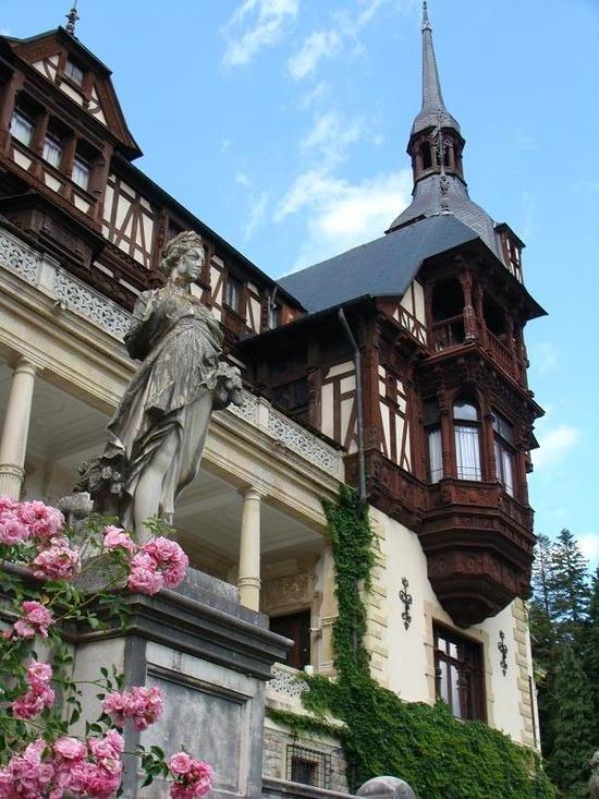 Sinaia - Romania... Big beautiful castle!