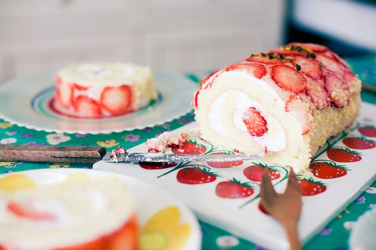 strawberry roll cake- pretty!