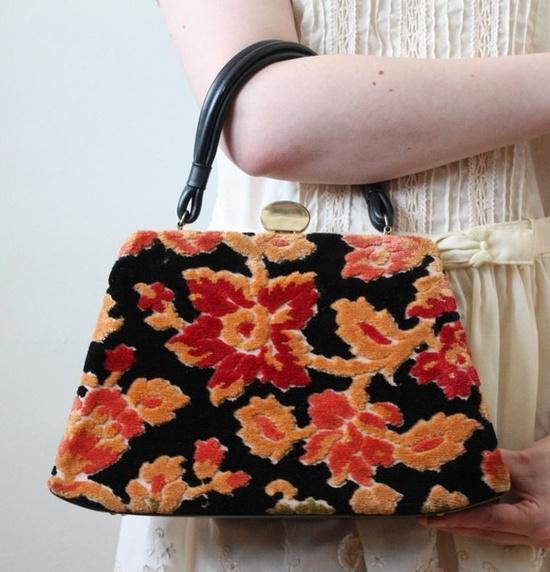 so freakin' CUTE! vintage handbag.