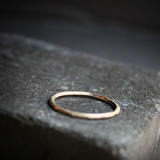 Simple band (gold ring, jewelry)