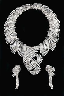 Parure Boucheron:  A Boucheron diamond set from 1947, necklace convertible into a Tiara and matching brooches