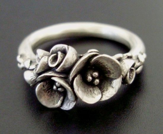 Flower Ring - How pretty! :-)