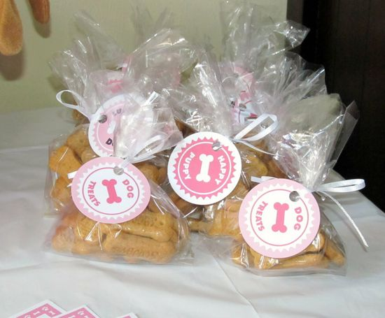 Puppy party favors with free printables from Chickabug.com