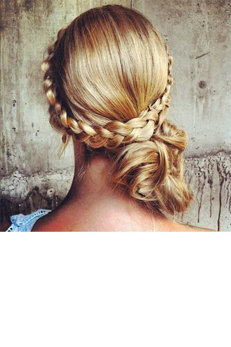 Wish I could do this. Great hair-do.