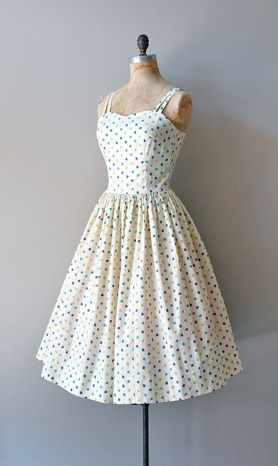 #dress #1950s #partydress #vintage #frock  #retro #teadress #petticoat #romantic #feminine #fashion #polkadotsprint