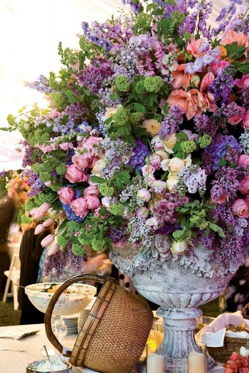 just a few flowers. OMG!  I just love this arrangement.