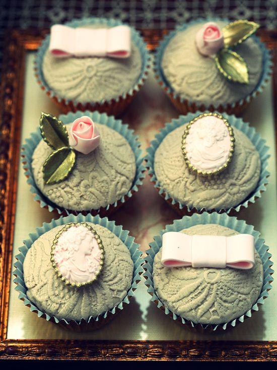 Brooch cupcakes--so pretty!