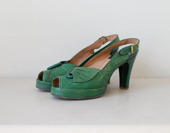 All I want for Christmas are these 1940s green platform heels ~