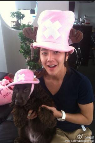 Jang Geun Suk dresses like his dog