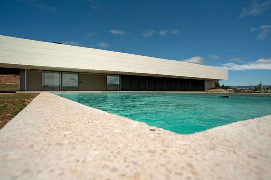 House in Alcobaca by Topos Atelier de Arquitetcura,
