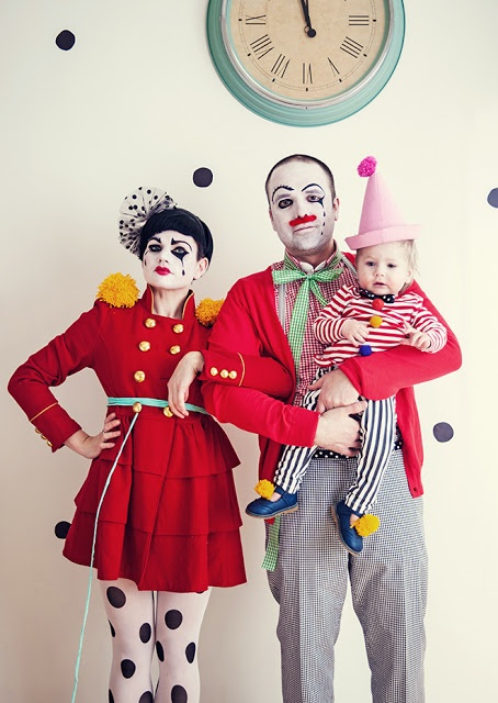 Most incredible family costume we've ever seen... how fun! Who says clowns have to be scary? Tres Cirque Du Soliel.