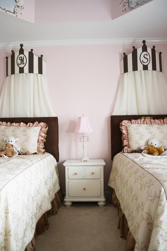 I love this for a little girl's room! #girlie #bedroom