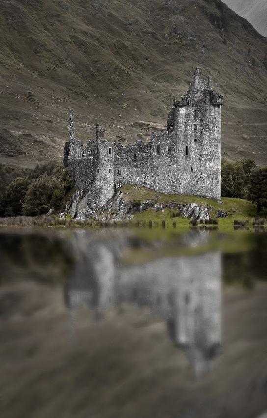 Kilchurn Castle on Loch Awe, Scotland