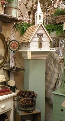 I love birdhouses!  bellashabby.blogs...