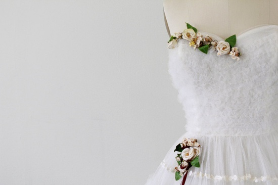 The prettiest floral details!1950s wedding dress / 50s wedding dress / White by RococoVintage. $524.00.