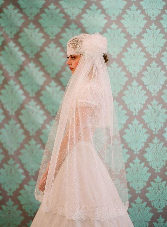 gorgeous 1930s style wedding veil