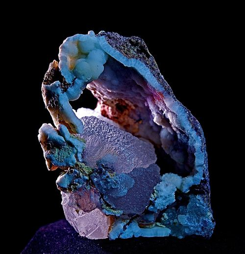 Smithsonite crystal in Chalcedony geode