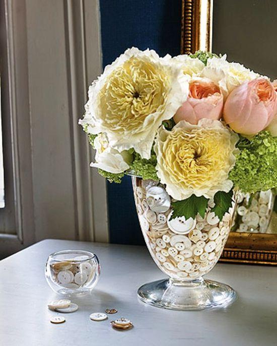 Creative DIY Flower Arrangements / Button-Filled Flower Arrangement