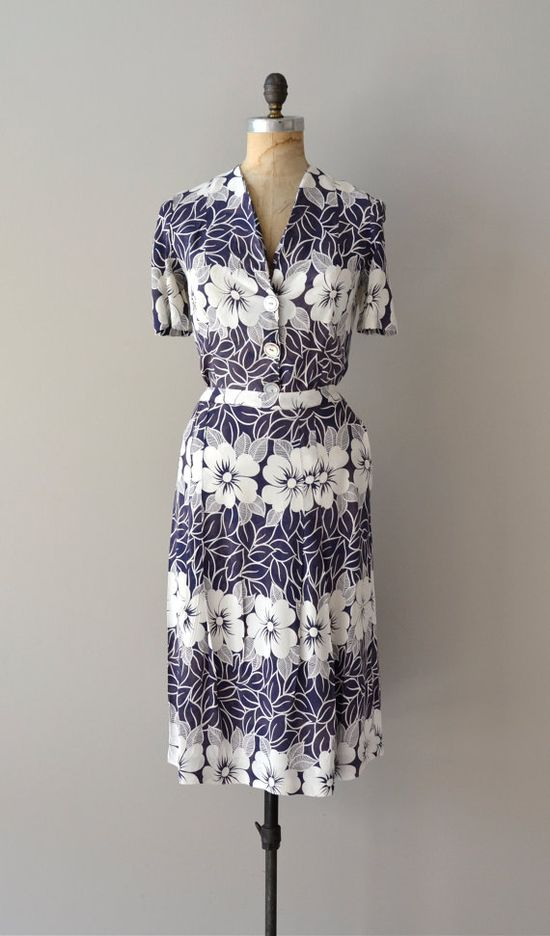 1940s Hibiscus rayon dress    #1940s #wwii #vintagedress