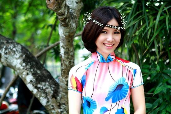 Vietnamese Traditional Dress (Ao Dai) - EXPLORE  #315 by Sarah ShuiLian, via Flickr