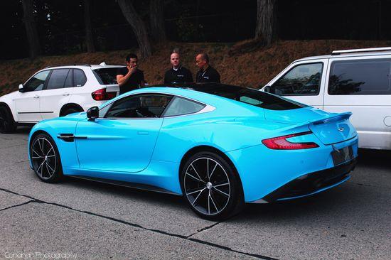 Aston Martin Vanquish. Pretty color ????