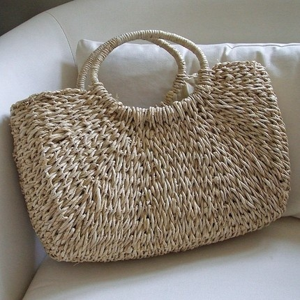 A must for Spring / Summer: Straw handbag