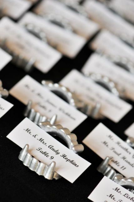 the perfect Halloween place card idea - silver painted fangs holding the cards #placecards #wedding