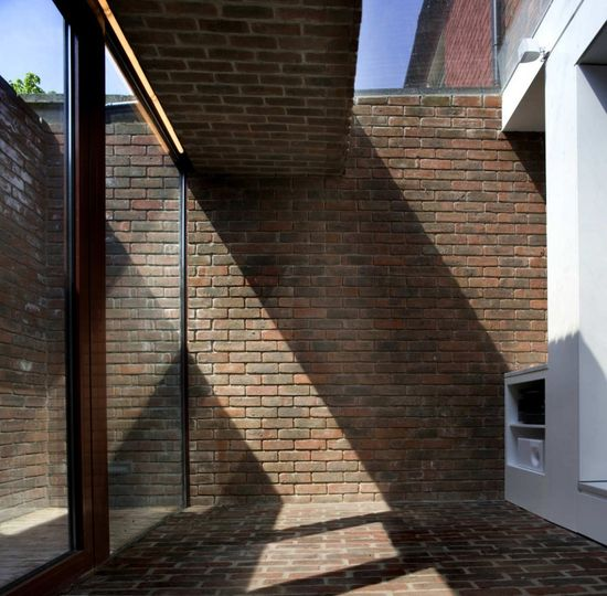 Brick A Back House by Architecture Republic