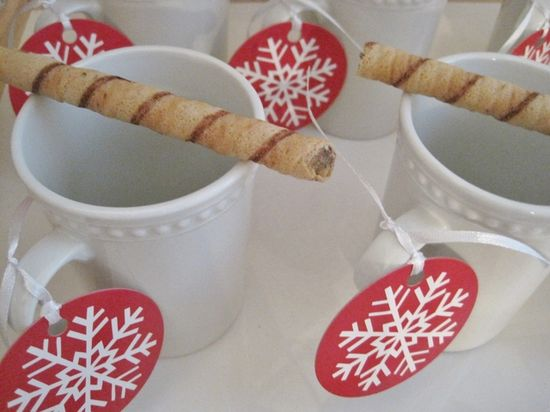 Cocoa mugs and cookies at a Red and White Christmas Party #redwhite #christmas