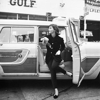 A sophisticated pants and blazer look from 1955. #vintage #fashion #1950s #car