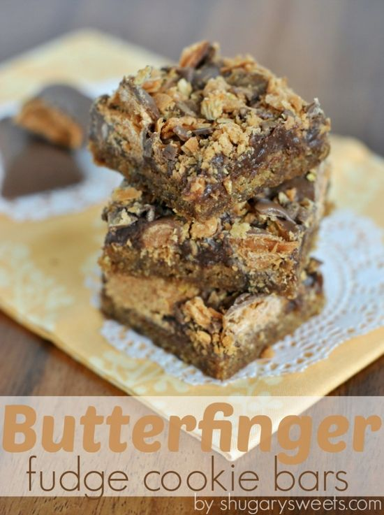 Butterfinger Fudge Cookie Bars: peanut butter cookie base topped with chocolate fudge and crushed #butterfingers