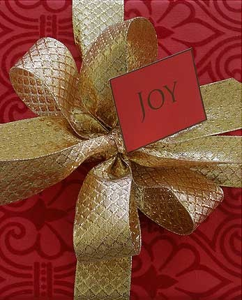 Christmas Gift Wrap by carolyneroehm.com