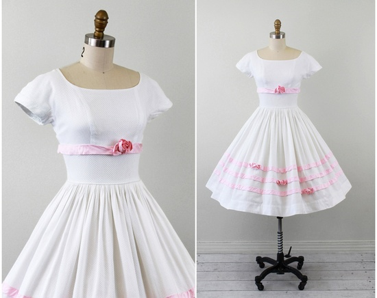 vintage 1950s dress / 1950s wedding dress / White and Pink Eyelet Cupcake Dress with Roses.