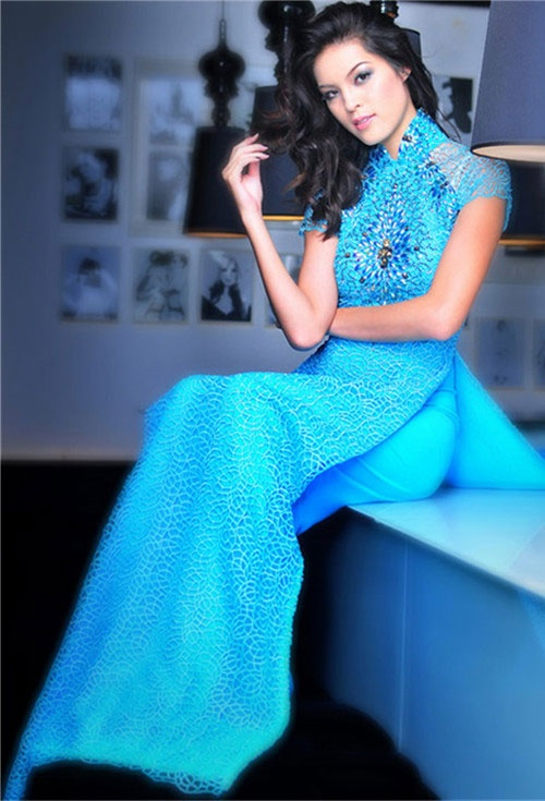 Isabelle Du in blue ao dai