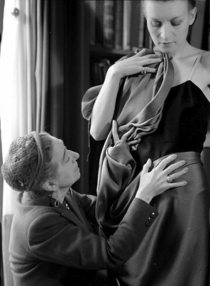 Jeanne Lanvin draping a tissue on a model