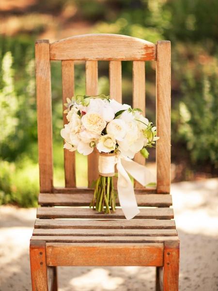 simple and elegant white wedding bouquet