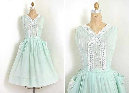 vintage 1950s dress / Spring green laced bodice 50s sundress with lace trimmed pockets $168
