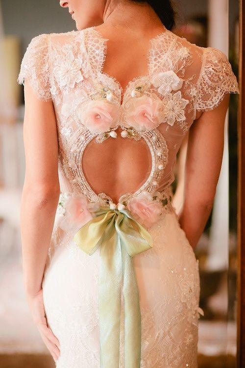 Love the back of this wedding dress!!!