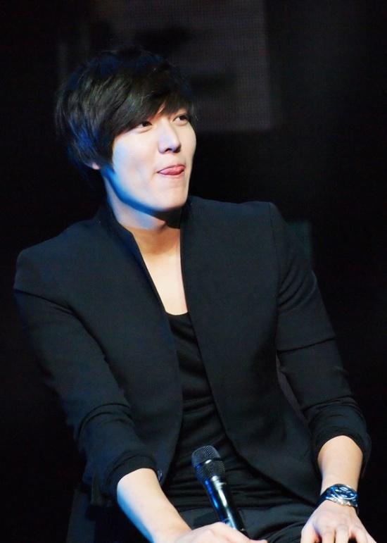 "Lee Min Ho's habit ""i have this habit too"" #lol"