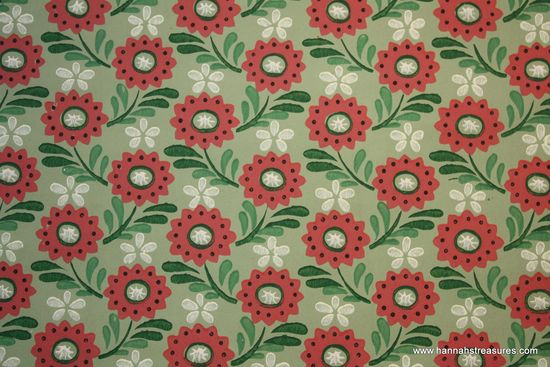 1940's Vintage Wallpaper Green with Dark Pink flowers