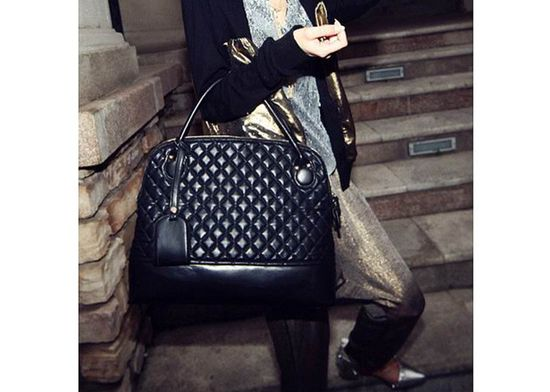 Vintage Style Women's Tote Bag With Black Checked and Rivets Design (BLACK)