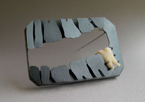 Peter Machata  Brooch: Absence of ... 2004  Silver, wisdom tooth  6,3 x 4 x 0,8 cm