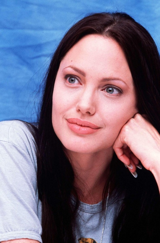 Angelina Jolie ~ pretty without her make=up