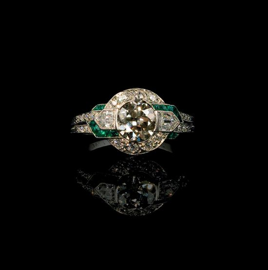 Vintage Diamond and emerald Art Deco ring