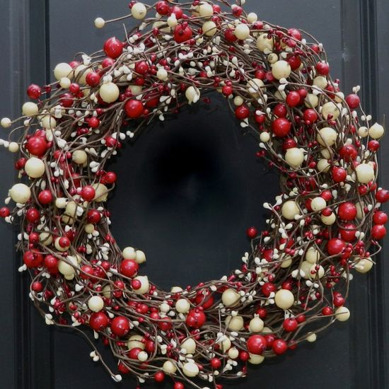 Red and White Christmas Wreath - 30 Beautiful And Creative Handmade Christmas Wreaths