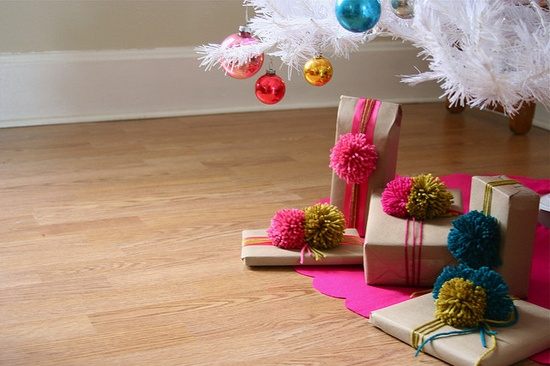 Holiday or everyday gift wrapping with yarn pom pom toppers (by Rachel Denbow). Love it!